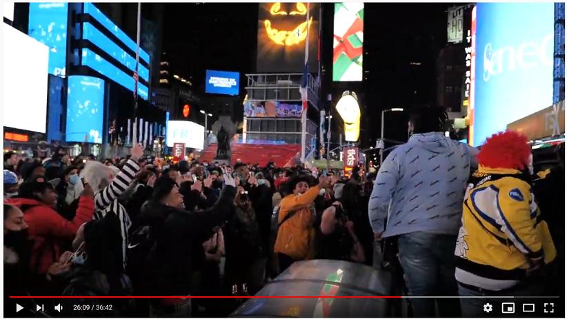 Жители Нью-Йорка празднуют карантин в конце октября 2020 г.