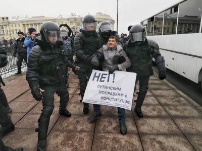 В Петербурге снова задерживают участников народного схода против изменения Конституции